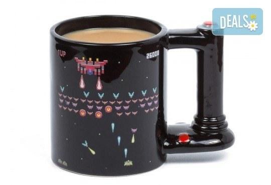 Оригинален подарък! Голяма, сменяща цвета си чаша за геймъри, изработена от качествена керамика! - Снимка 1