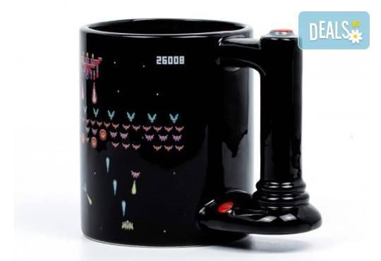 Оригинален подарък! Голяма, сменяща цвета си чаша за геймъри, изработена от качествена керамика! - Снимка 2
