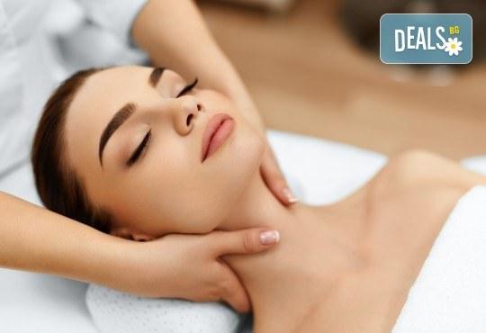 Дълбоко почистване на лице и хигиенно-козметичен масаж на лице, деколте и шия с масло от пшеничен заpодиш във Фризьорски салон Moataz Style! - Снимка 2