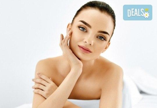 Дълбоко почистване на лице и хигиенно-козметичен масаж на лице, деколте и шия с масло от пшеничен заpодиш във Фризьорски салон Moataz Style! - Снимка 1