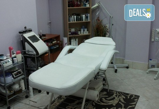 Комбинирано почистване на лице с професионална био козметика Dr. Spiller в козметично студио Beauty! - Снимка 7