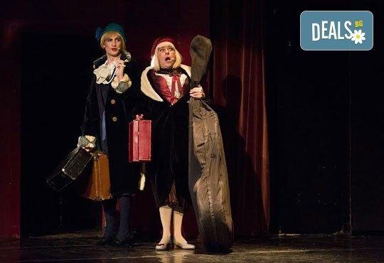 """Една от най-страхотните комедии - """"Някои го предпочитат..."""", гледайте на 31.10. или 09.11. от 19.00 ч. в Младежки театър, билет за един - Снимка 1"""