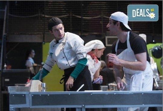 Култов спектакъл в Младежки театър! Гледайте Кухнята на 14.11. от 19.00ч, голяма сцена, билет за един! - Снимка 4