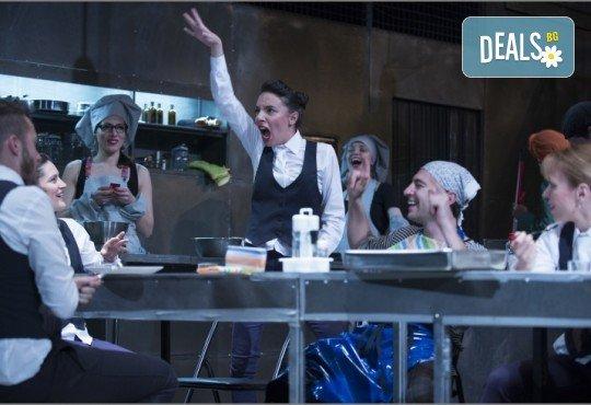 Култов спектакъл в Младежки театър! Гледайте Кухнята на 14.11. от 19.00ч, голяма сцена, билет за един! - Снимка 2