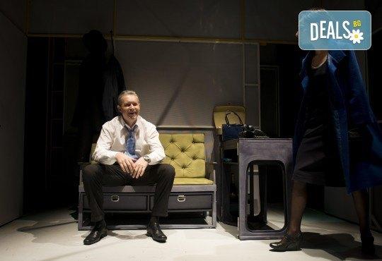 Вечер на комедията с Апартаментът на 6-ти ноември (вторник) в Малък градски театър Зад канала! - Снимка 7
