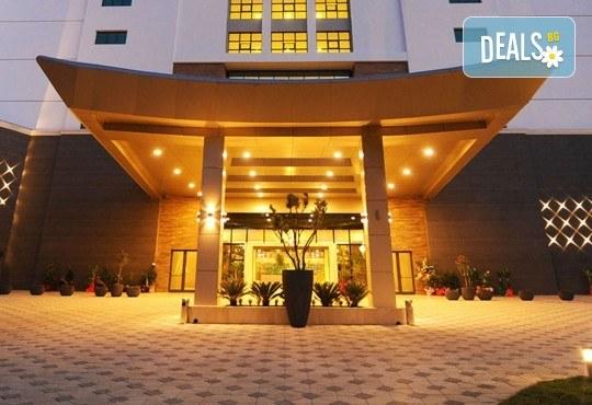 Нова година 2019 в Amara Sealight Elite Hotel 5*, Кушадасъ, Турция! 4 нощувки на база 24 Н Ultra All Inclusive, Празнична Гала вечеря с шоу програма - Снимка 1