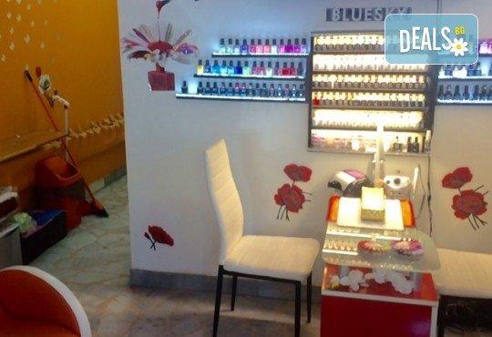 Поставяне на диамантени мигли със смола по технология косъм по косъм в студио за красота М! - Снимка 5