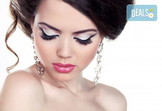 Поставяне на диамантени мигли със смола по технология косъм по косъм в студио за красота М! - Снимка 2