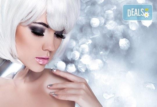 """Поставяне на диамантени мигли по метода """"косъм по косъм"""" в студио за красота М"""