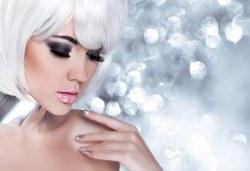 Поставяне на диамантени мигли със смола по технология косъм по косъм в студио за красота М! - Снимка
