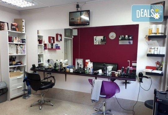 Жизнена и красива коса! Дълбоко възстановяваща кератинова терапия за коса, подстригване и прическа със сешоар в салон Veselina Todorova! - Снимка 4