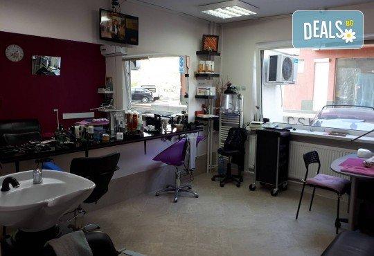Жизнена и красива коса! Дълбоко възстановяваща кератинова терапия за коса, подстригване и прическа със сешоар в салон Veselina Todorova! - Снимка 7