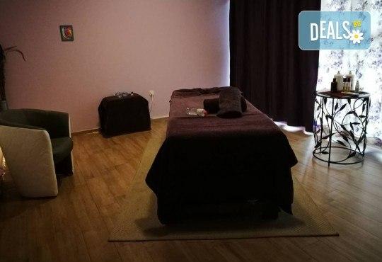 Красиво тяло! Моделиращ, антицелулитен масаж на бедра и седалище в Масажно студио Адонай Елохай! - Снимка 4