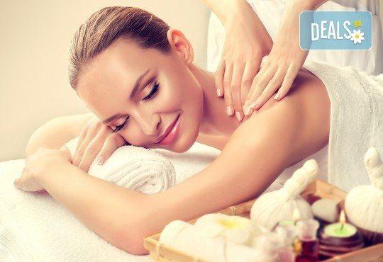 Здраве в обедната почивка! Оздравителен масаж на гръб и масажна яка при спа терапевт с лечебни билкови масла в Спа център Senses Massage & Recreation! - Снимка 1