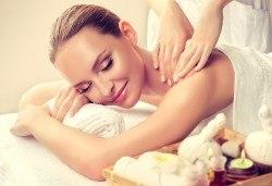 Здраве в обедната почивка! Оздравителен масаж на гръб и масажна яка при спа терапевт с лечебни билкови масла в Спа център Senses Massage & Recreation! - Снимка