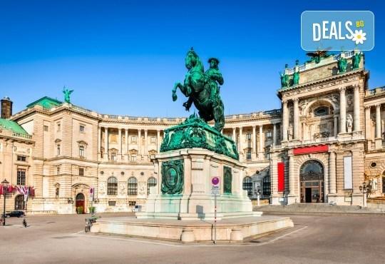 Самолетна екскурзия до Виена на дата по избор до март 2019-та, със Z Tour! 3 нощувки със закуски в хотел 3*, самолетен билет, летищни такси и трансфери! - Снимка 1