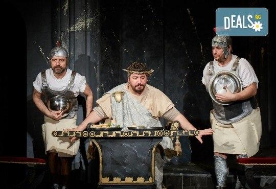 Комедията Ромул Велики с едни от най-известните китаристи на България на 10-ти ноември (събота) в Малък градски театър Зад канала! - Снимка 1