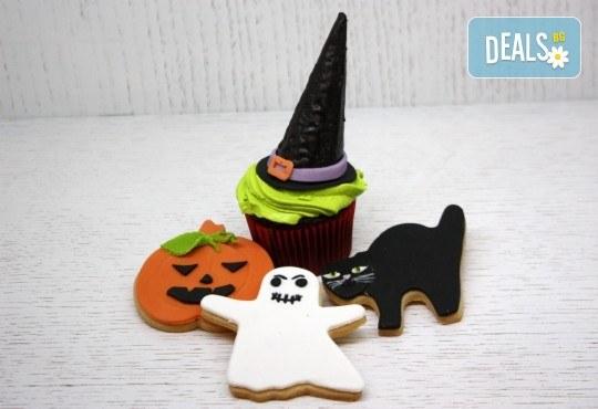 3 меденки и 1 къпкейк с хелоуинска декорация от Сладкарница Сладост