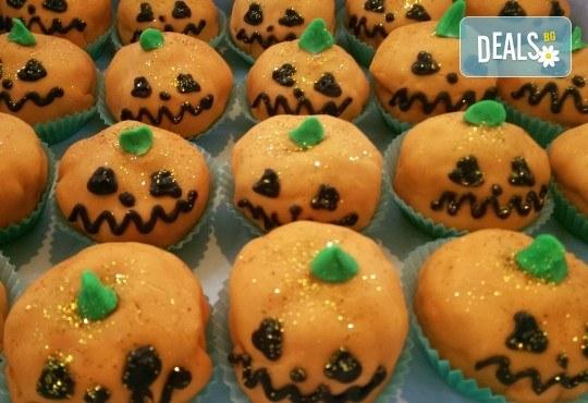 Шоколадов сладкиш покрит с фондан във формата на хелоуинска тиква - 4 или 8 броя, от Сладкарница Сладост! - Снимка 1