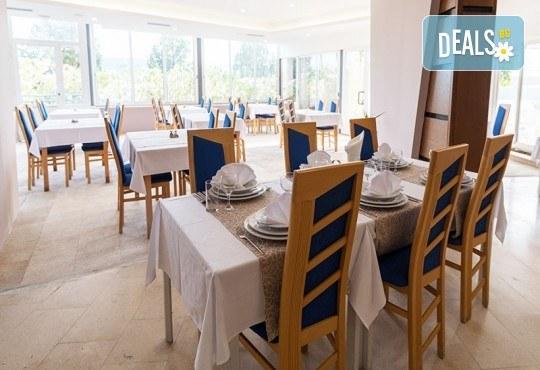 Посрещнете Нова година 2019 в Неум, Босна и Херцеговина! 4 нощувки със закуски и вечери в хотел Stela 3*, транспорт, водач и екскурзия до Дубровник - Снимка 3