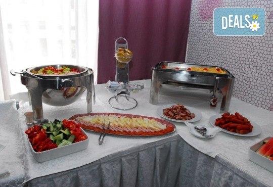 Нова година 2019 на брега на Черногорската ривиера! 4 нощувки cъс закуски и 3 вечери в Magnolia 4*, транспорт, водач и целодневна екскурзия до Дубровник - Снимка 12