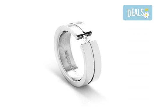Подарете с любов - елегантен женски пръстен, изработен от титан! - Снимка 1
