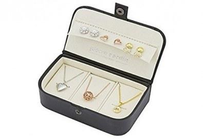 Идеалният подарък! Комплект Pierre Cardin от 6 части - 3 колиета и 3 чифта обеци с кристали Swarovski! - Снимка