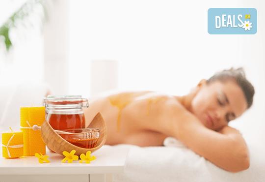 Релакс и здраве! Лечебен детоксикиращ масаж с мед на гръб и пилинг във Фризьорски салон Moataz Style! - Снимка 2