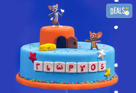 Детска торта с декорация Том и Джери, изработена от пандишпан с пресни яйца в комбинация с ванилов и шоколадов мус, от Сладкарница Сладост! - Снимка 1