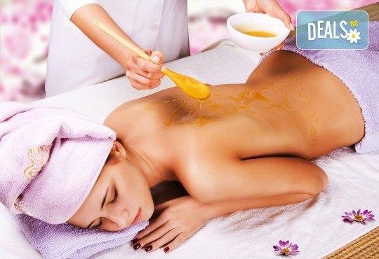 60-минутен детоксикиращ масаж и пилинг на цяло тяло с мед във Фризьорски салон Moataz Style! - Снимка 1