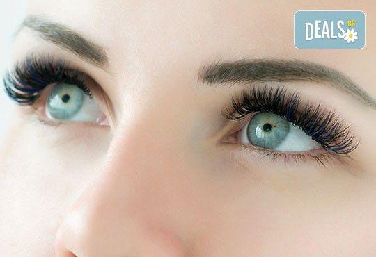 Блестящ поглед! Поставяне на диамантени мигли по метода косъм по косъм в Соларно студио Какао! - Снимка 5
