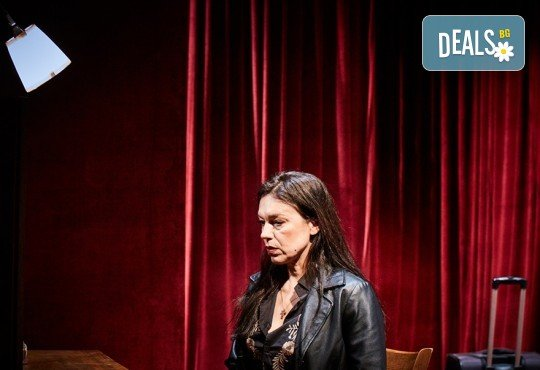 """Гледайте Станка Калчева и Силвия Лулчева в """"Като трохи на прозореца"""" на 18.11. от 19 ч. в Младежки театър, камерна сцена, 1 билет - Снимка 5"""