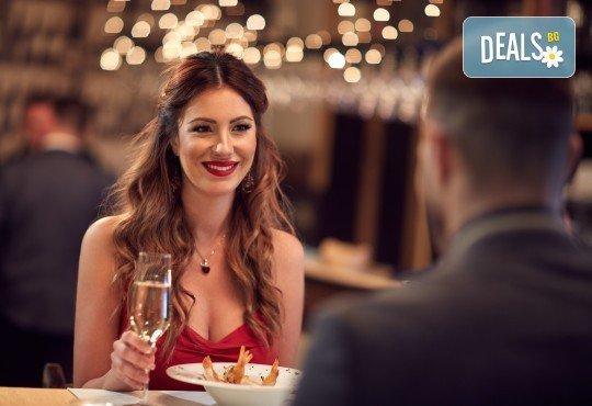 Апетитно предложение! Панирани топени сиренца със сладко от боровинки и 2 чаши бяло чино в Royal Place Shisha Bar! - Снимка 2