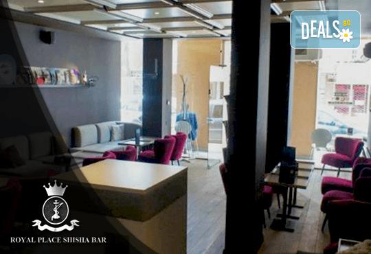Започнете деня с топъл шоколад и гофрета с топинг, плодове и сладолед в Royal Place Shisha Bar! - Снимка 9