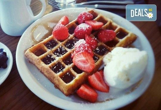 Започнете деня с топъл шоколад и гофрета с топинг, плодове и сладолед в Royal Place Shisha Bar! - Снимка 4