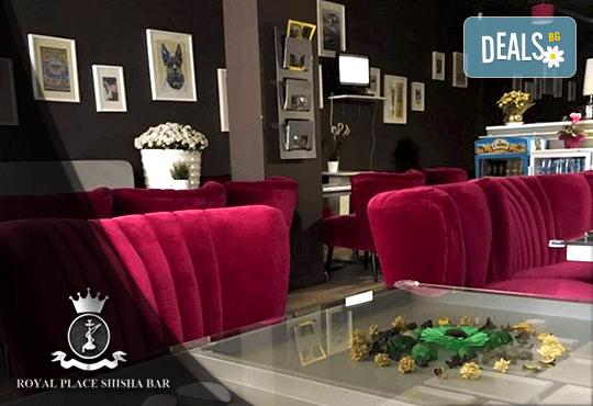 Започнете деня с топъл шоколад и гофрета с топинг, плодове и сладолед в Royal Place Shisha Bar! - Снимка 8