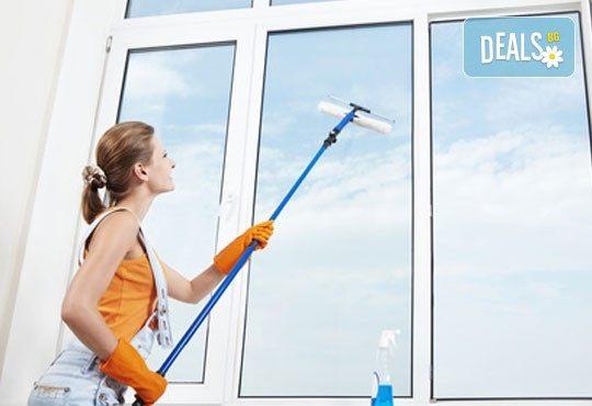 Двустранно измиване на прозорци и дограми за двустайно, тристайно или четиристайно жилище от професионално почистване TTClean! - Снимка 3