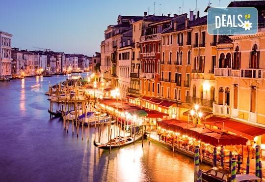 Ранни записвания за Свети Валентин в романтичната Италия! 3 нощувки със закуски в хотел 2/3*, самолетен билет, летищни такси, трансфери, посещение на Венеция и програма в Милано и Верона! - Снимка 4