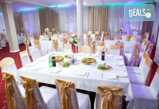 Посрещнете Новата 2019 година в Струмица, Македония! 2 нощувки със закуски и вечери в Hotel Emi 4* и Новогодишна вечеря с музика и празнично меню, собствен транспорт - Снимка 5
