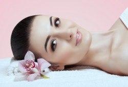 Регенерираща терапия за стресирана кожа, разширени пори или белези от акне в салон за красота Женско царство - Студентски град или Център! - Снимка