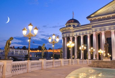 Коледен шопинг с еднодневна екскурзия на 08.12. в Скопие, Македония, с транспорт и водач от Глобус Турс! - Снимка
