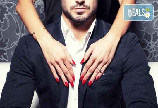 Поставяне на гел върху естествен нокът за укрепване и здравина, класически маникюр с лак CND + бонус: масаж на ръце в салон за красота Женско царство - Студентски град или Център! - Снимка 1