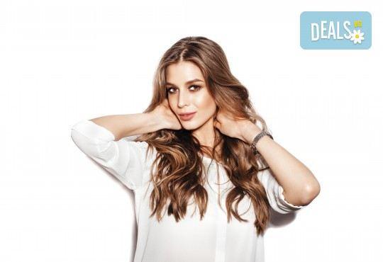 Нова прическа! Подстригване, арганова терапия, заглаждащ флуид и стилизиране на прическа при стилист на Салон Blush Beauty - Снимка 1