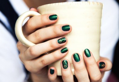 Маникюр с гел лак в цвят по избор от богатата палитра на Bluseky и 2 авторски декорации в салон за красота Valens! - Снимка