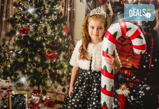 Коледна фотосесия с цялото семейство с 10 обработени кадъра от Pandzherov Photography! - Снимка 8
