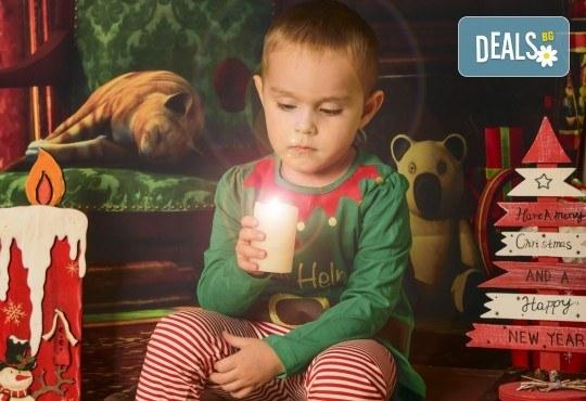 Коледна фотосесия с цялото семейство с 10 обработени кадъра от Pandzherov Photography! - Снимка 6