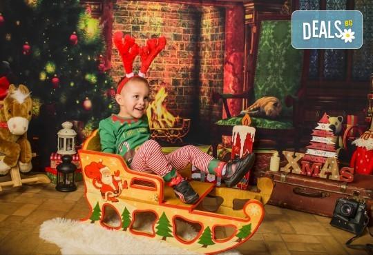 Коледна фотосесия с цялото семейство с 10 обработени кадъра от Pandzherov Photography! - Снимка 2