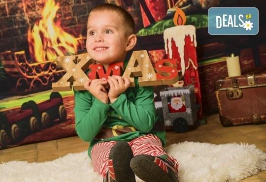 Коледна семейна фотосесия с 10 обработени кадъра от Pandzherov Photography
