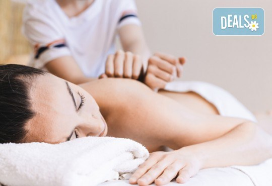 60-минутна комбинирана лечебна терапия на гръб с арома масла + мануален антицелулитен масаж на бедра със загряващ гел в Масажно студио Адонай Елохай! - Снимка 1