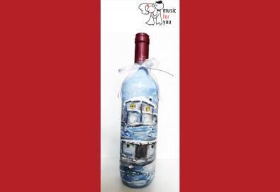 Подарък за празниците! Рисувана бутилка червено вино с празнична декорация + арт камбанка от Music for You! - Снимка